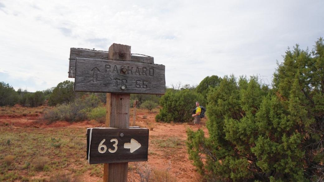 Panneau indiquant le Packard Trail #66, dans la Sycamore Canyon Wilderness, près de Sedona, Arizona.