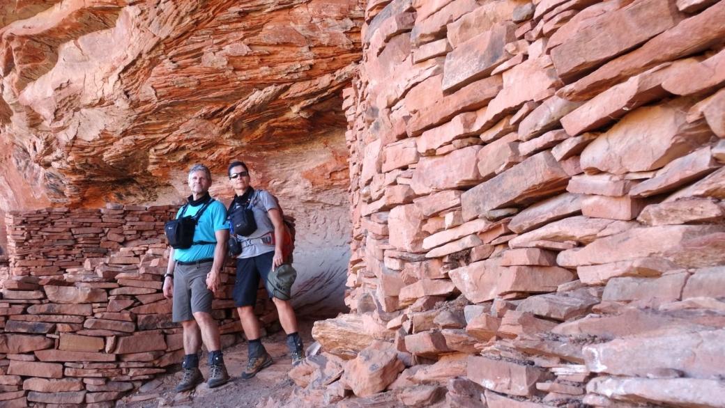 Stefano et Marie-Catherine devant les ruines de Loy Canyon, près de Sedona, dans l'Arizona.