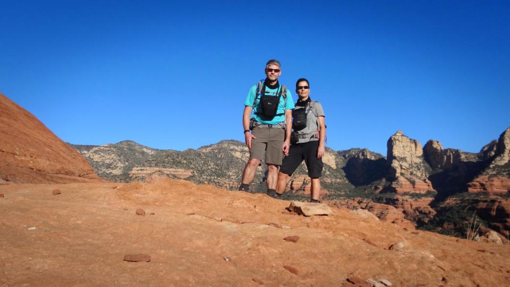 Stefano et Marie-Catherine quelques part dans Loy Canyon, près de Sedona, dans l'Arizona.