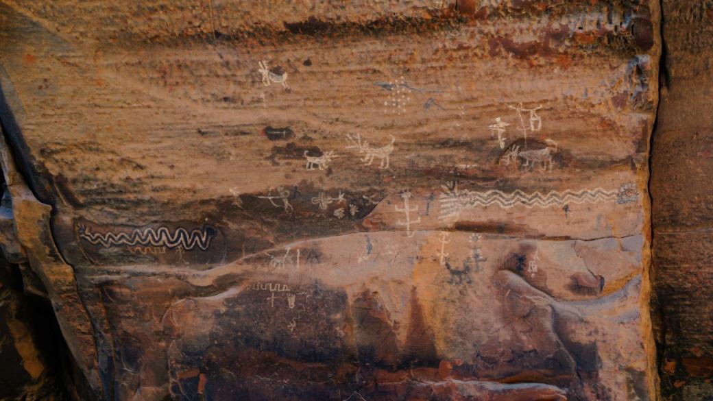 Difficile de dire si ce pétroglyphes sont authentiques. À Loy Canyon, près de Sedona, dans l'Arizona.