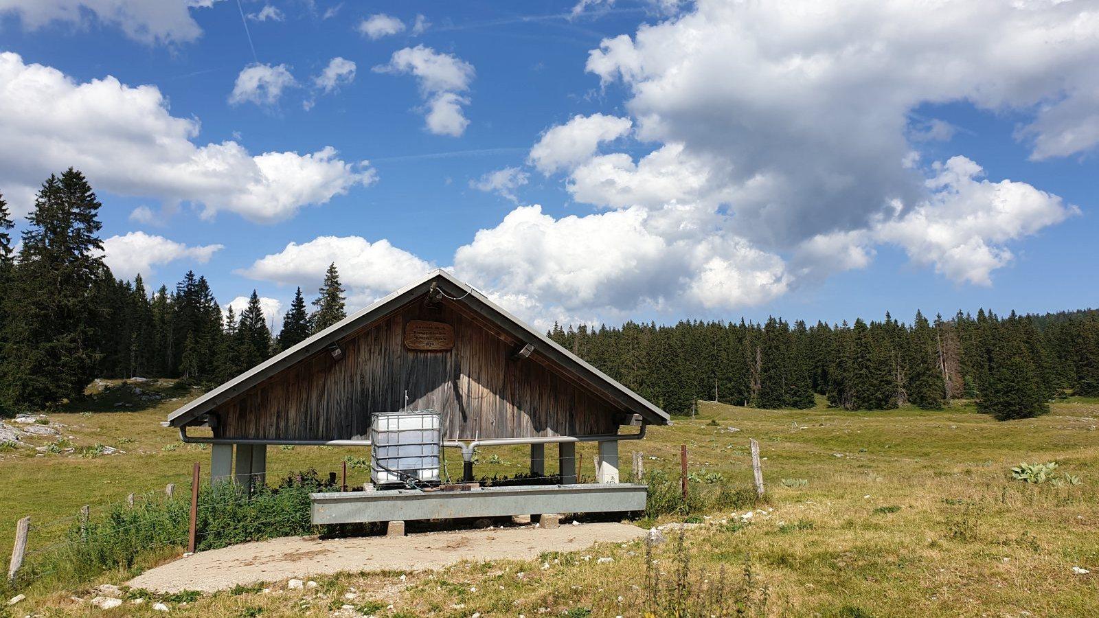 Couvert de la Rionde-Derrière - Bassins - Vaud - Suisse