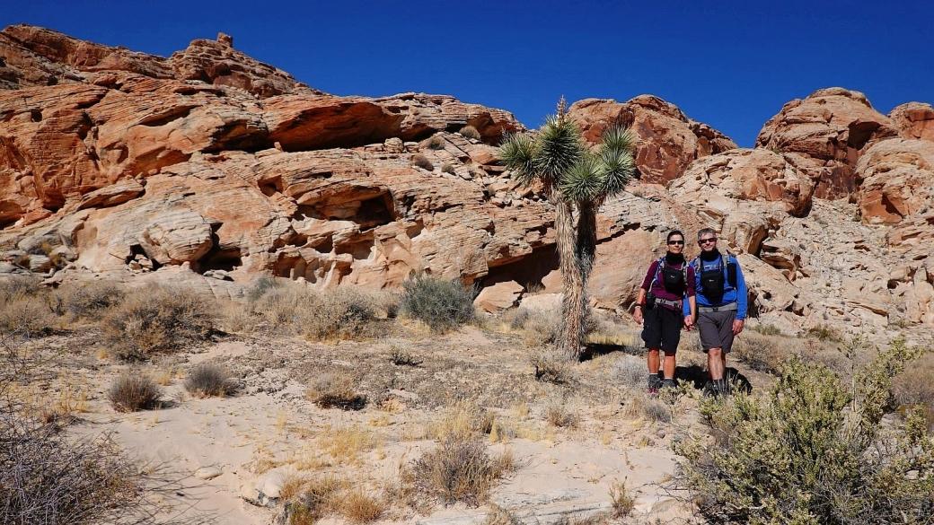 Stefano et Marie-Catherine sur le sentier qui mène à Kohta Circus, situé à Gold Butte National Monument, dans le Nevada.