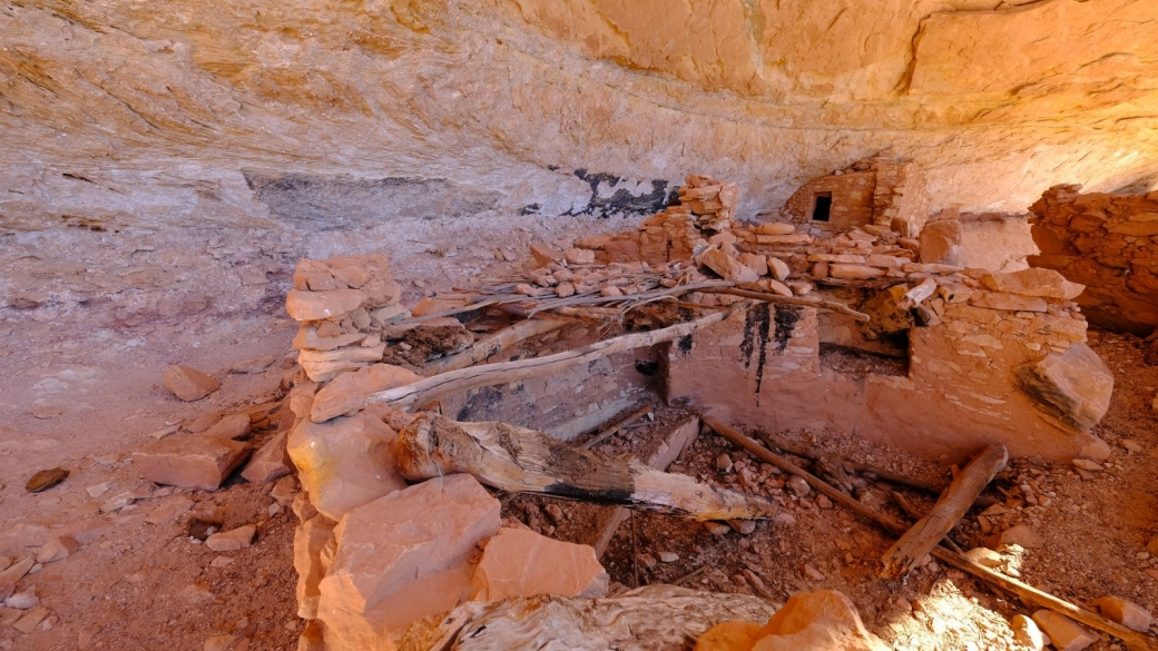 On dirait qu'il y a longtemps que le kiva du site de Fortress Ruin, au Grand Gulch, s'est effondré.