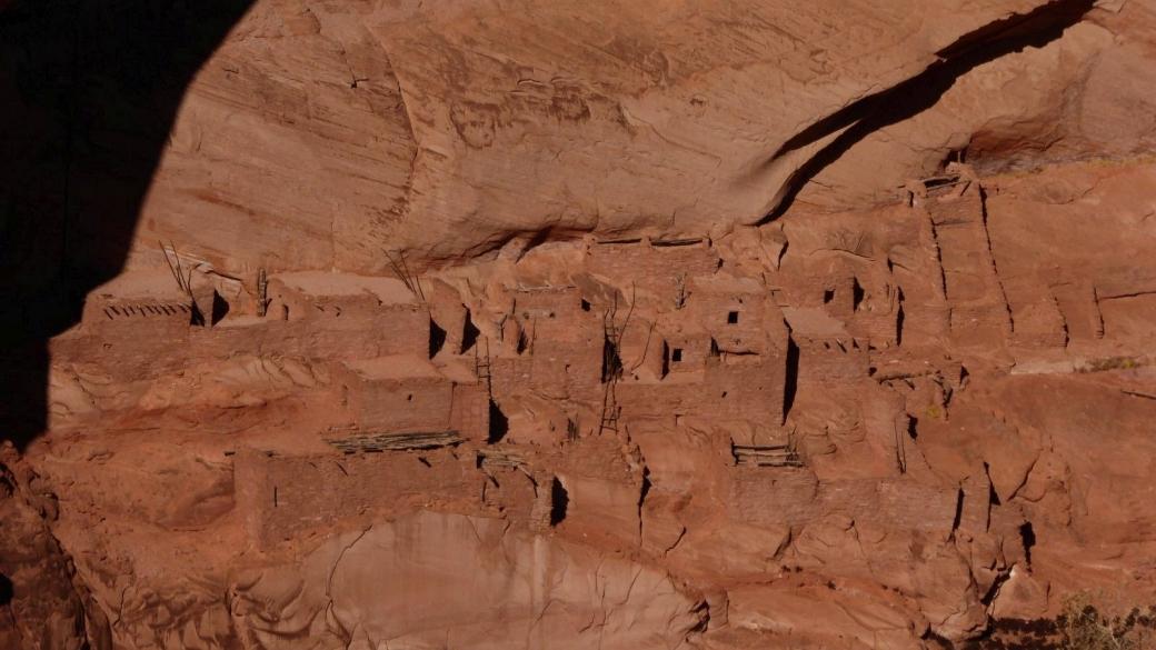 Zoom sur le peublo de Betatakin, à Navajo National Monument.